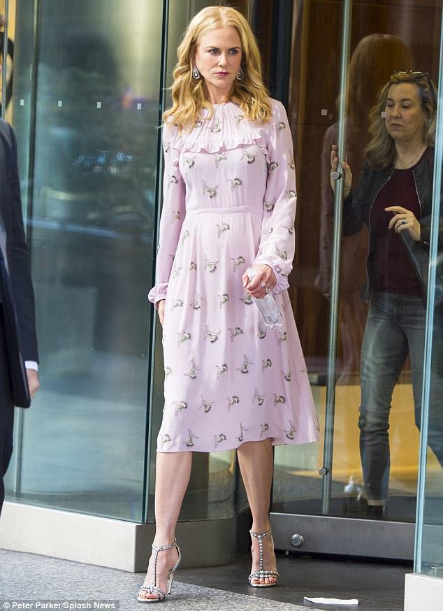 Nicole Kidman wears N°21 SS18