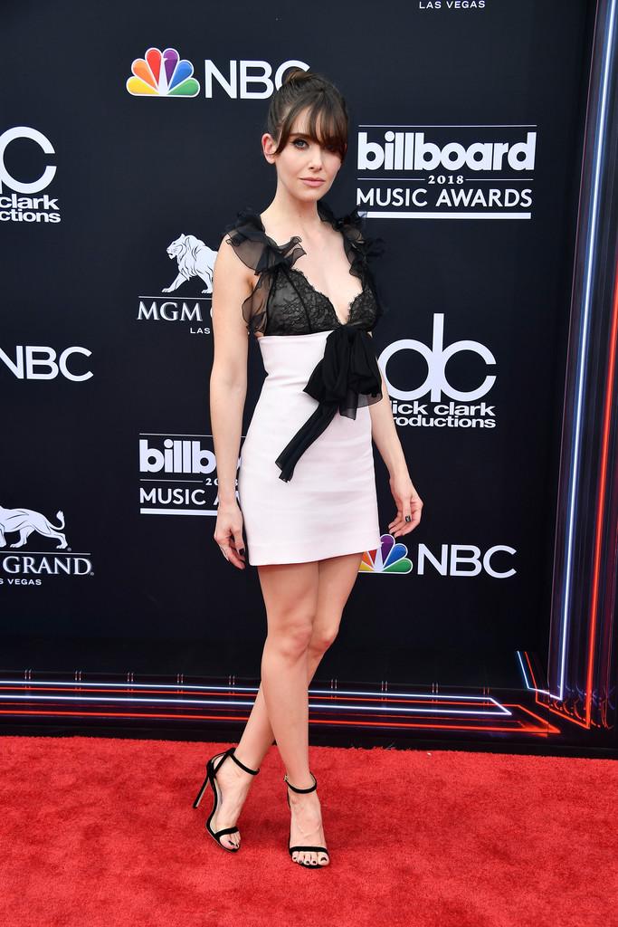 Alison Brie wears Giambattista Valli